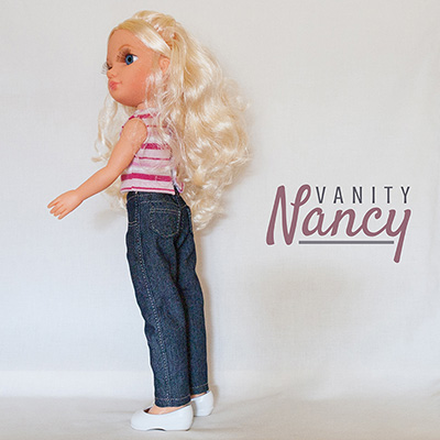 Nancy New con pantalón vaquero