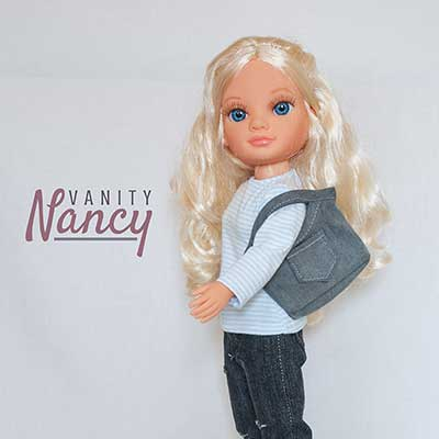 Nancy New con bolso de tela